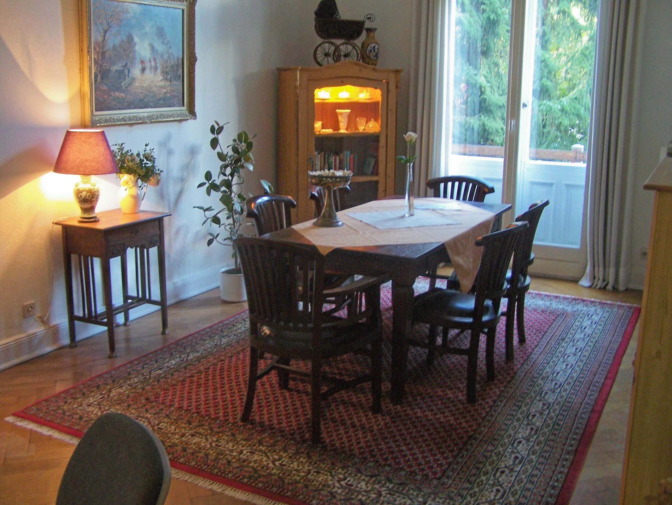 esstisch fr kleine wohnung simple dies sorgt nicht nur fr. Black Bedroom Furniture Sets. Home Design Ideas
